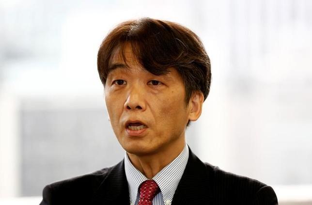 10月4日、日銀の山岡浩巳・決済機構局長(写真)は、ビットコインのような仮想通貨は、日銀など各国中央銀行が発行する紙幣を超えて普及するとの見方は少ないとの見解を示した。都内で4日撮影(2016年 ロイター/Kim Kyung-Hoon)