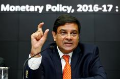 Le nouveau gouverneur de la Reserve Bank of India (RBI, banque centrale), Urjit Patel. Le nouveau comité de politique monétaire de la banque centrale indienne a annoncé mardi une baisse surprise de son taux directeur de 25 points de base, à 6,25%./Photo prise le 4 octobre 2016/REUTERS/Danish Siddiqui