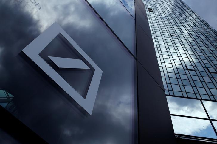 2015年6月9日,德国法兰克福,德意志银行外墙上的企业标识。REUTERS/Ralph Orlowski/File Photo