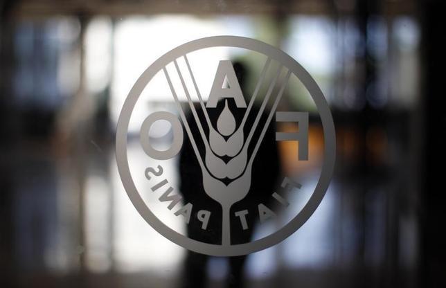 10月6日、国連食糧農業機関(FAO)が発表した9月の食料価格指数は170.9と、2015年3月以来の高水準となった。写真はFAOのロゴ、ローマで2012年9月撮影(2016年 ロイター/Alessandro Bianchi)