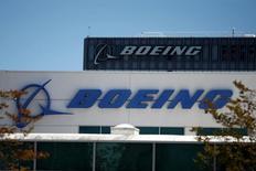Boeing va livrer 188 avions de ligne au troisième trimestre, soit 5,5% de moins qu'au trimestre comparable de 2015. La baisse des livraisons touche surtout les B777 et B787. /Phtoo prise le 22 avril 2016/REUTERS/Lucy Nicholson
