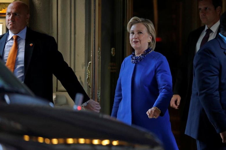 U.S. Democratic presidential nominee Hillary Clinton departs a campaign finance event in New York, New York, U.S. October 6, 2016.  REUTERS/Brian Snyder