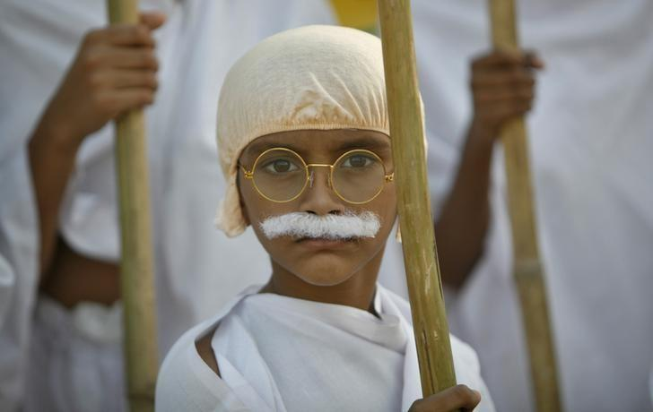 A school boy dressed as Mahatma Gandhi takes part in a march to mark the 143rd birth anniversary of Gandhi in the western Indian city of Ahmedabad October 2, 2012. REUTERS/Amit Dave/Files