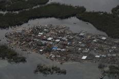 """Разрушенная ураганом """"Мэттью"""" деревня в Гаити. 6 октября 2016 года. Число жертв урагана """"Мэттью"""" на Гаити составляет уже как минимум 572, показывают подсчеты Рейтер, основанные на информации представителей сил гражданской защиты и местных чиновников. REUTERS/Carlos Garcia Rawlins"""