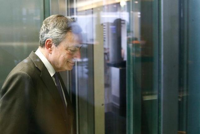 10月7日、ECBのドラギ総裁が、マイナス金利政策と積極的な債券買い入れ策を維持する方針を示した。写真はベルリンで9月撮影(2016年 ロイター/Axel Schmidt)