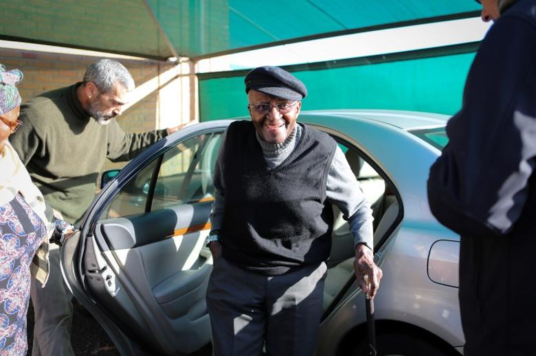 Archbishop Emeritus Desmond Tutu arrives to cast his vote during the local governement elections in Milnerton, Cape Town,  August 3, 2016. Reuters/Sumaya Hisham