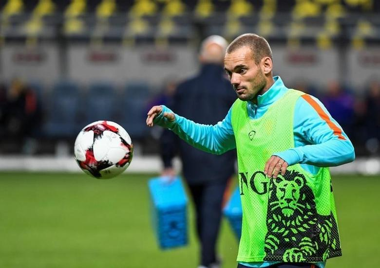 STOCKHOLM 2016-09-05 Wesley Sneijder during the training with the Netherlands national football team at the Friends Arena in Stockholm, Sweden, September 5, 2016. The Netherlands play the World Cup qualifier against Sweden on Tuesday.  Pontus Lundahl/TT News Agency/via REUTERS