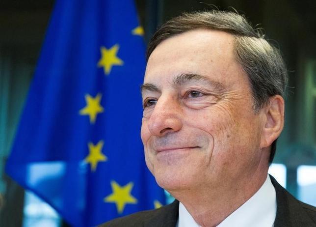 10月8日、ECBのドラギ総裁(写真)は、ユーロ圏のインフレ率について、2018年遅くか19年初めにECBの目標に到達する可能性があるとの見解を示した。写真はブリュッセルで9月撮影(2016年 ロイター/Yves Herman)