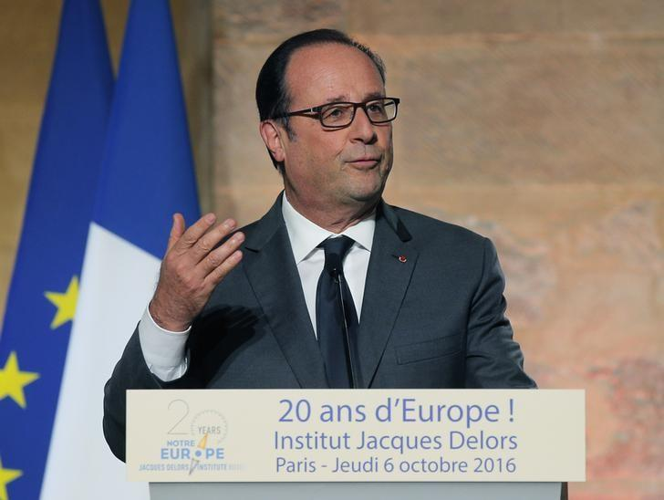 French President Francois Hollande, gestures as he speaks during an event for the 20th anniversary of the Jacques Delors institute in Paris, France, October 6, 2016.  REUTERS/Michel Euler/Pool