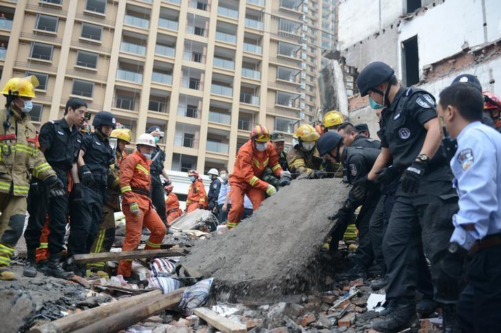 Rescue workers search at the site where residential buildings collapsed in Wenzhou, Zhejiang province, China, October 10, 2016. China Daily/via REUTERS