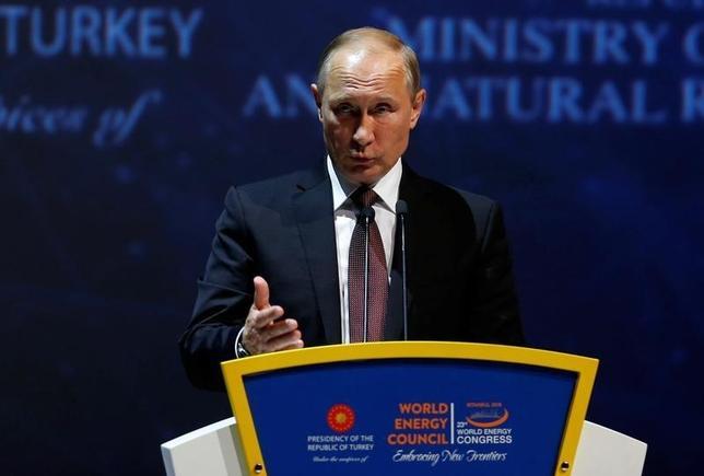 10月10日、北海ブレント先物が約1年ぶりの高水準に上昇した。写真はロシアのプーチン大統領。イスタンブールで同日撮影(2016年 ロイター/Murad Sezer)