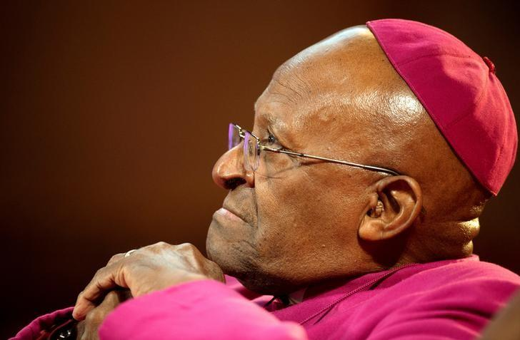 The former Anglican archbishop of Cape Town Desmond Tutu waits to receive the 2013 Templeton Prize at the Guildhall in central London on May 21, 2013.  REUTERS/Paul Hackett/Files