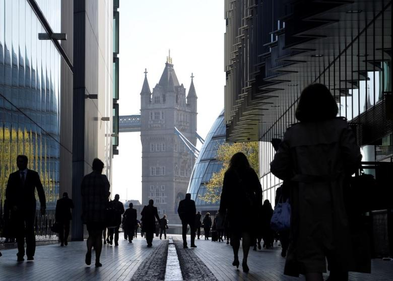 City workers head to work during the morning rush hour in Southwark in central London, Britain April 16, 2014.   REUTERS/Toby Melville/File Photo