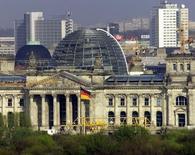 Le moral des investisseurs allemands s'est davantage amélioré que prévu en octobre, ce qui témoigne d'une activité robuste dans la première économie d'Europe, annonce mardi l'institut ZEW dans son enquête mensuelle. /Photo d'archives/REUTERS/FAB/JDP