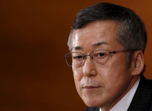10月12日、日銀の原田泰審議委員は物価は従来見通しを下回っていると明言し、2017年度に2%の物価目標を達成する見通しも下振れる公算が大きいことを示唆した。写真は日銀本部で2015年3月撮影(2016年 ロイター/Yuya Shino)