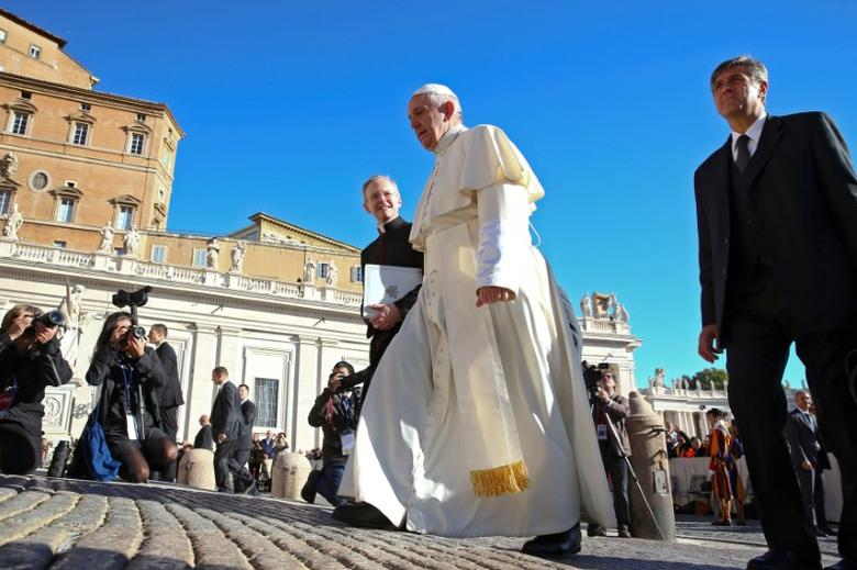 Pope Francis arrives to lead his Wednesday general audience in Saint Peter's square at the Vatican October 12, 2016. REUTERS/Alessandro Bianchi