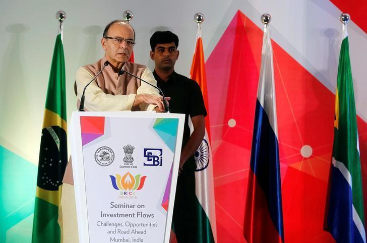 Finance Minister Arun Jaitley addresses a gathering at a seminar in Mumbai, October 13, 2016. REUTERS/Shailesh Andrade