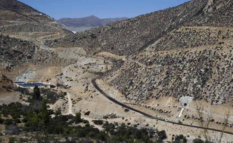 The tailings dam (top, C) area of the Los Pelambres mine is seen at Caimanes town in El Mauro valley, April 1, 2015.WATER REUTERS/Ivan Alvarado