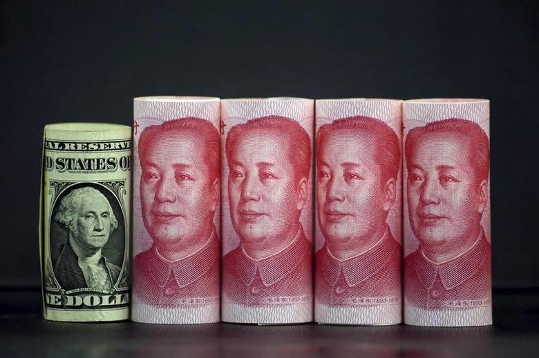 2016年1月21日,人民币和美元纸币。REUTERS/Jason Lee