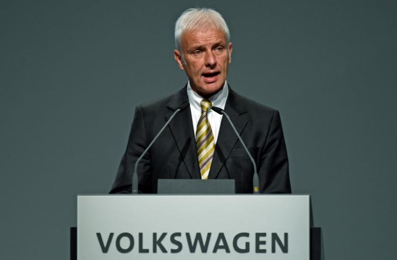 Volkswagen CEO Matthias Mueller delivers his speech at the annual shareholder meeting in Hanover, Germany June 22, 2016.  REUTERS/Fabian Bimmer