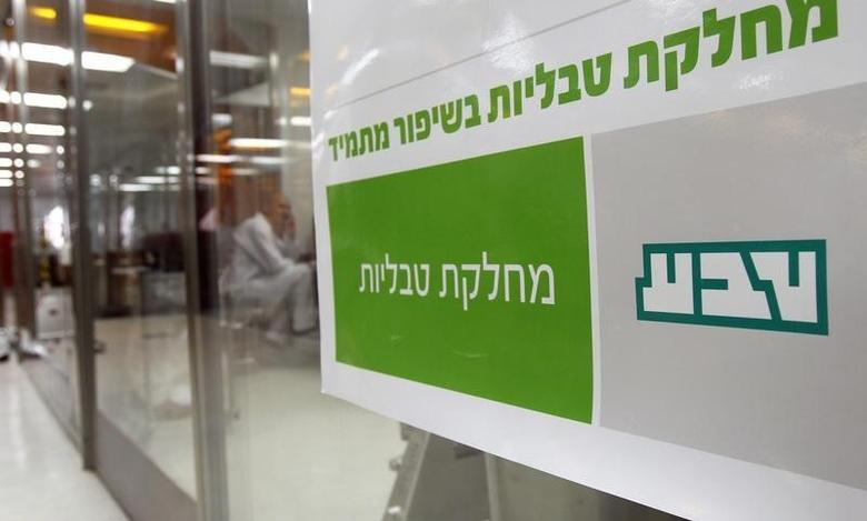 A sign bearing the logo of Teva Pharmaceutical Industries is seen in its Jerusalem  plant (OSD) December 21, 2011.   REUTERS/Ronen Zvulun