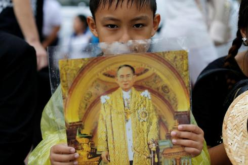 Mourning the Thai king