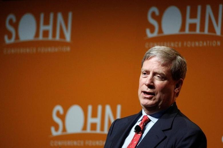 Stanley Druckenmiller, Chairman and CEO of Duquesne Family Office LLC., speaks at the Sohn Investment Conference in New York City, U.S. May 4, 2016.  REUTERS/Brendan McDermid