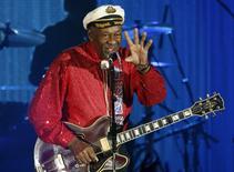 La leyenda del rock 'n' roll Chuck Berry en una presentación en el Bal de la rose de Mónaco, mar 28, 2009. La leyenda del rock 'n' roll Chuck Berry celebró su cumpleaños número 90 el martes anunciado que en 2017 lanzará su primer álbum con temas nuevos en 38 años.    REUTERS/Eric Gaillard/File Photo