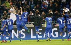 Jogadores da Juventus comemoram vitória sobre Olympique Lyon. 18/10/16.  REUTERS/Robert Pratta