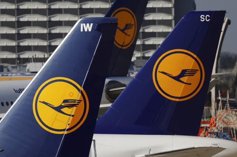 Planes of the Lufthansa airline stand on the tarmac in Frankfurt airport, Germany, March 17, 2016.    REUTERS/Kai Pfaffenbach/File Photo