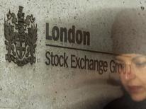 Фондовая биржа в Лондоне . London Stock Exchange Group Plc, договорившаяся о слиянии с немецким конкурентом Deutsche Boerse с целью создать огромный европейский торговый дом, отчиталась о 19-процентном увеличении общей прибыли от продолжающихся операций в третьем квартале за счёт роста во всех подразделениях. REUTERS/Luke MacGregor