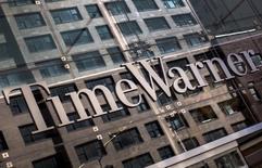 Des cadres dirigeants de l'opérateur télécoms américain AT&T et du groupe de médias Time Warner ont discuté ces dernières semaines de diverses combinaisons stratégiques parmi lesquelles une possible fusion. /Photo d'archives/REUTERS/Mike Segar