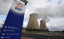 EDF ne sera pas temporairement dispensé de revendre une partie de son électricité nucléaire à ses concurrents, comme l'énergéticien en avait fait la demande. /Photo prise le 20 octobre 2016/REUTERS/Régis Duvignau