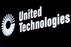 United Technologies a publié mardi des résultats trimestriels supérieurs aux attentes et il a relevé le bas de la fourchette de ses prévisions de bénéfice annuel. /Photo prise le 23 février 2016/REUTERS/Brendan McDermid