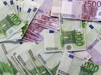 Les députés français ont adopté mardi en première lecture par 285 voix contre 242 la première partie - celle des recettes - du projet de loi de finances (PLF) pour 2017, le dernier de la législature et du quinquennat. /Photo d'archives/REUTERS/Andrea Comas