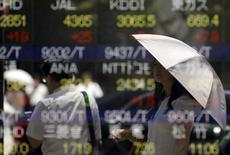 La Bourse de Tokyo a fini en légère hausse mercredi, enchaînant sa troisième séance consécutive de gains sur fond de nouvel accès de faiblesse du yen par rapport au dollar. L'indice Nikkei a gagné 0,12%. /Photo d'archives/REUTERS/Toru Hanai