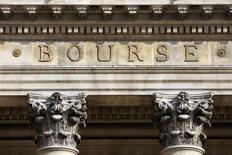 Les Bourses européennes ont ouvert en repli jeudi. À Paris, l'indice CAC 40 perd 0,47% à 4.513,22 points vers 07h35 GMT, à Francfort, le Dax cède 0,3% et à Londres, le FTSE se replie de 0,28%. /Photo d'archives/REUTERS/Charles Platiau