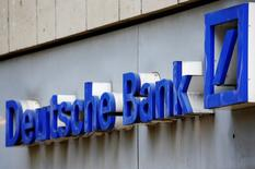 Le président du directoire de Deutsche Bank s'est dit déterminé jeudi à redoubler d'efforts pour restructurer la banque, qui traverse une période difficile alors que ses discussions avec les autorités américaines au sujet d'une amende de plusieurs milliards de dollars sont toujours en cours. /Photo d'archives/REUTERS/Wolfgang Rattay