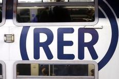 Le Figaro a rapporté mardi qu'un consortium formé par Alstom et Bombardier est seul en lice pour un contrat de fourniture de rames de RER de plus de trois milliards d'euros à la suite d'un audit et l'espagnol CAF, évincé, craint désormais pour l'emploi sur son site de Bagnères-de-Bigorre (Hautes-Pyrénées). /Photo d'archives/REUTERS/Charles Platiau