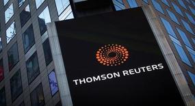 Thomson Reuters a annoncé mardi la suppression d'environ 2.000 emplois dans le monde, ce qui se traduira par une charge exceptionnelle de 200 à 250 millions de dollars dans ses comptes du quatrième trimestre. /Photo d'archives/REUTERS/Carlo Allegri