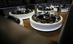 À Paris, le CAC 40 prend 0,7% vers 11h00. À Francfort, le Dax avance de 0,15% mais à Londres, le FTSE cède 0,25%. /Photo d'archives/REUTERS/Kai Pfaffenbach