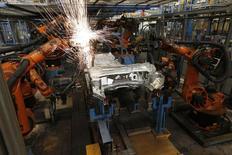 Une demande faible, tant interne qu'externe, a débouché sur une baisse inattendue des commandes à l'industrie en Allemagne en septembre. /Photo d'archives/REUTERS/Wolfgang Rattay