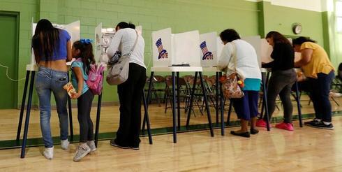 米大統領選、投票日に大きな混乱なし 一部で投票機故障や妨害報告