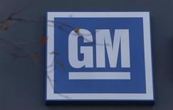General Motors prévoit de licencier 2.000 salariés dans deux usines aux Etats-Unis début 2017 en raison d'un ralentissement de ses ventes, a annoncé mercredi le constructeur automobile américain. Ces postes seront supprimés avec la disparition mi-janvier de la troisième équipe sur ses sites de Lordstown, dans l'Ohio, et de Lansing, dans le Michigan. /Photo d'archives/REUTERS/Rebecca Cook