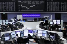 Les Bourses européennes, à l'exception de Francfort, ont fini en repli vendredi, affaiblies par des prises de bénéfices sur les secteurs ayant le plus bénéficié des espoirs éveillés par l'élection du républicain Donald Trump à la présidence des Etats-Unis. /Photo prise le 11 novembre 2016/REUTERS/Staff