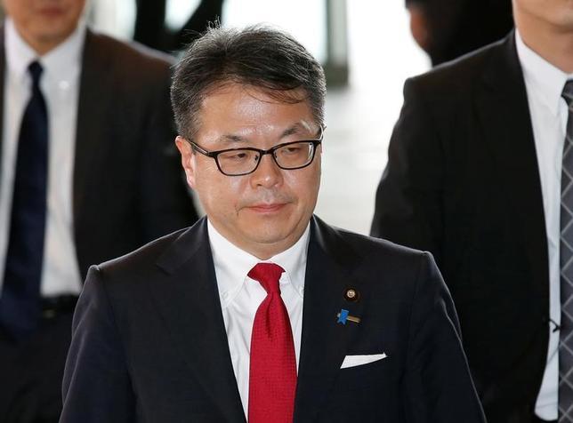 11月15日、世耕弘成経産相は、閣議後の会見で、今週ペルーで開催されるアジア太平洋経済協力会議(APEC)首脳会合に際し、環太平洋連携協定(TPP)など国際協定について意見交換するための閣僚会合を主催すると明らかにした。写真は都内で8月撮影(2016年 ロイター/Kim Kyung-Hoon)
