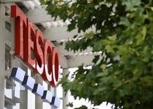 Les ventes de Tesco, le numéro un britannique de la grande distribution, ont enregistré leur plus forte croissance depuis trois ans sur les 12 semaines au 6 novembre. /Photo d'archives/REUTERS/Toby Melville