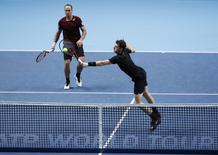 Britain Tennis - Barclays ATP World Tour Finals - O2 Arena, London - 15/11/16 Great Britain's Jamie Murray and Brazil's Bruno Soares in action during their doubles round robin match with USA's Bob Bryan and Mike Bryan Reuters / Stefan Wermuth