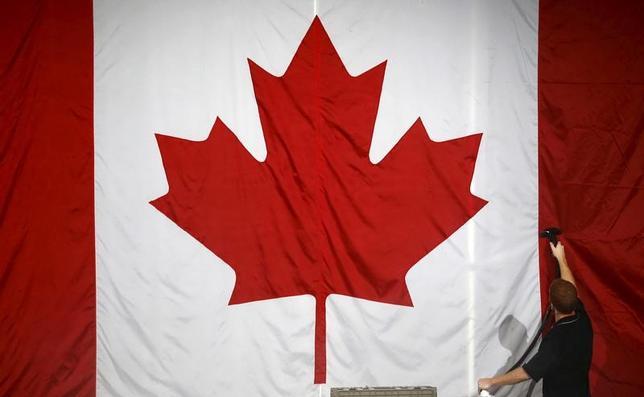 11月15日、カナダのモルノー財務相は、トランプ次期米大統領が北米自由貿易協定(NAFTA)の撤廃や再交渉を求めていることを受け、米国、メキシコ両国と貿易協定について協議する方針を示した。写真はモントリオールで昨年10月撮影(2016年 ロイター/Jim Young)