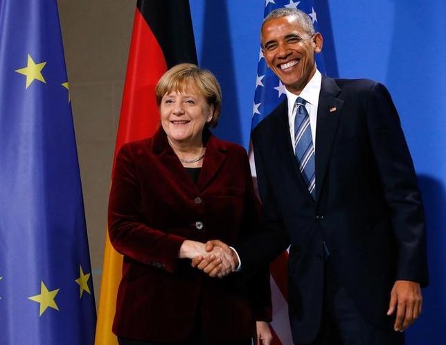 11月17日、メルケル独首相はオバマ米大統領との共同会見で、4期目出馬については適切な時期に発表すると述べるにとどめ、明言を避けた(2016年 ロイター/FABRIZIO BENSCH)